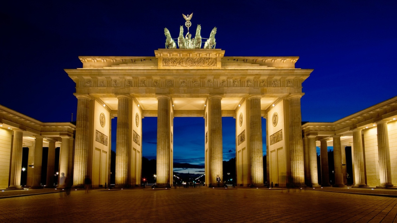 Brandenburg-Gate-Berlin-1366x768